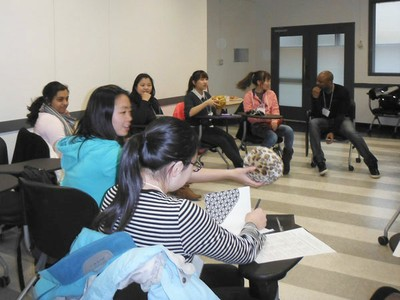 students study in an ELL classroom