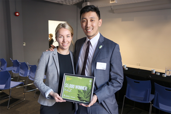 Paulina Szlachta and Tom Chen holding an award together.