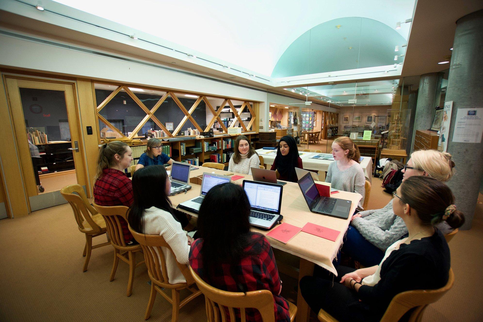 Một buổi trong chuỗi chương trình FLC tại University of Toronto