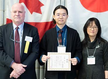 Peng Yu accepting his award