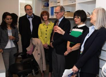 Federal Health Minister Ginette Petitpas Taylor visits Gillian Einstein's lab to learn more about her research.