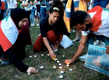 Mourners light candles in London's Kensington Gardens during a vigil to honour the victims of the Beirut explosion