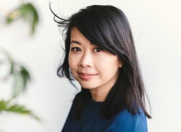 Headshot of Souvankham Thammavongsa